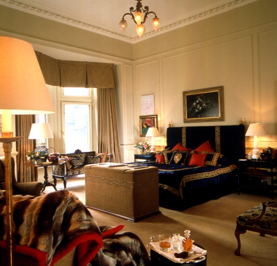 The-Balmoral-Edinburgh-Scone-Crombie-Suite-bedroom-338